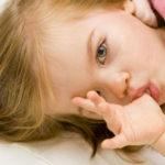 Jak oduczyć dziecko ssania kciuka?
