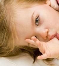 Ssanie kciuka u dziecka